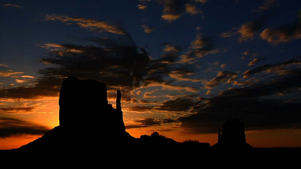 Monument Valley Sunset West Mitten